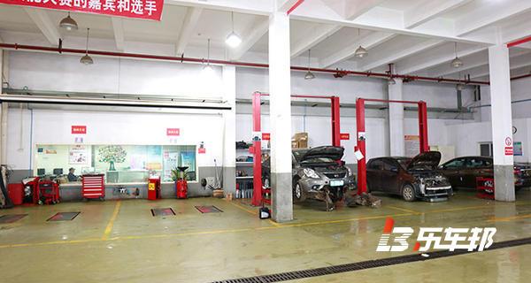 武汉三环轩通东风日产4S店